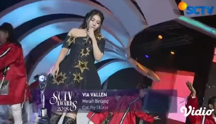 Via Vallen tampil di SCTV Awards 2018. YouTube