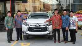 Director of PT Nusantara Berlian Motor; Joe Surya – President Director of PT Nusantara Berlian Motor; Michimasa Kono - Director of Sales