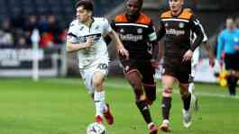 Pemain sayap Swansea City, Daniel James (kiri).(twitter.com/SwansOfficial)