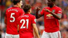 Pemain Manchester United Daniel James bersama Harry Maguire dan Paul Pogba. Reuters/Jason Cairnduff