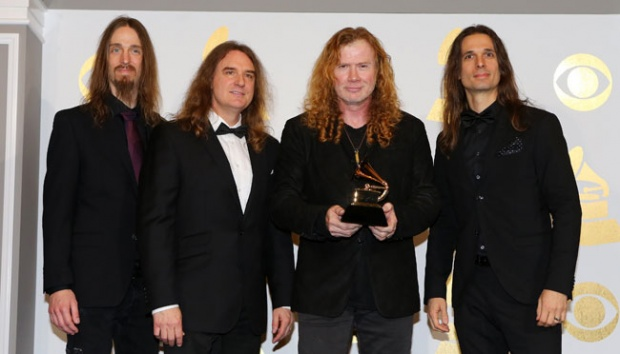 "Anggota Band Megadeth berpose dnegan penghargaan Best Metal Performance untuk ""Dystopia"" dalam Grammy Awards ke-59 di Los Angeles, California, 12 Februari 2017. REUTERS/Mike Blake"