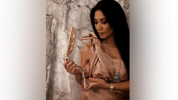 "Anggun Cipta Sasmi meraih penghargaan ""Outstanding Contribution to Performing Arts"" di ajang Asian TV Awards 2020 di Manila, Filipina, Ahad, 12 Januari 2020. Instagram/@anggun_cipta"