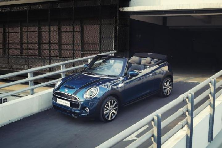 MINI Cabrio Sidewalk Edition 2020. (MINI Indonesia)
