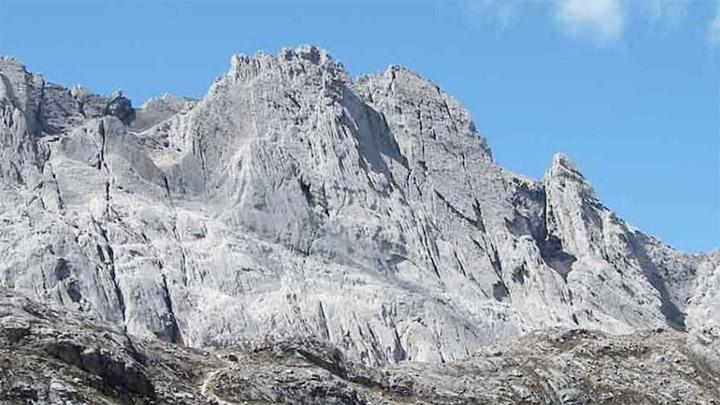 Puncak Carstensz. carstensz-expedition.com