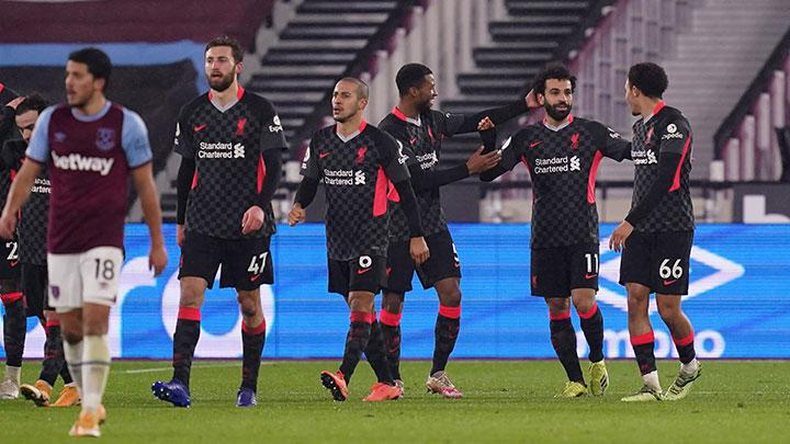 Penyerang Liverpool Mohamed Salah, melakukan selebrasi setelah mencetak gol ke gawang West Ham United dalam pertandingan Liga Inggris di stadion London di London, 31 Januari 2021. Pool via REUTERS/John Walton