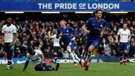 Bek Chelsea Marcos Alonsom melakukan selebrasi setelah mencetak gol ke gawang Tottenham Hotspur dalam pertandingan Liga Inggris di Stamford Bridge, London, 22 Februari 2020. Chelsea tekuk Tottenham Hotspur 2-1. Action Images via Reuters/Paul Childs