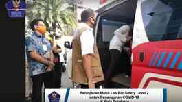 Doni Monardo meninjau mobil Lab Bio Safety Level 2 (BSL-2). (Foto: YouTube BNPB)