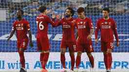 Penyerang Liverpool Mohamed Salah, melakukan selebrasi bersama rekan setimny usai mencetak gol ke gawang Brighton and Hove Albion dalam pertandingan Liga Inggris di stadion The American Express Community, Brighton, 9 Juli 2020. REUTERS / Paul Childs / Poo