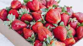 Strawberry atau stroberi. Unsplash.com/Thalia Ruiz