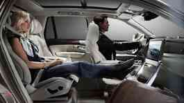 Volvo XC90 Excellence Lounge Console. Sumber: rushlane.com